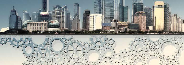 도시 풍경 밑으로 수많은 톱니가 돌고 있는 모습