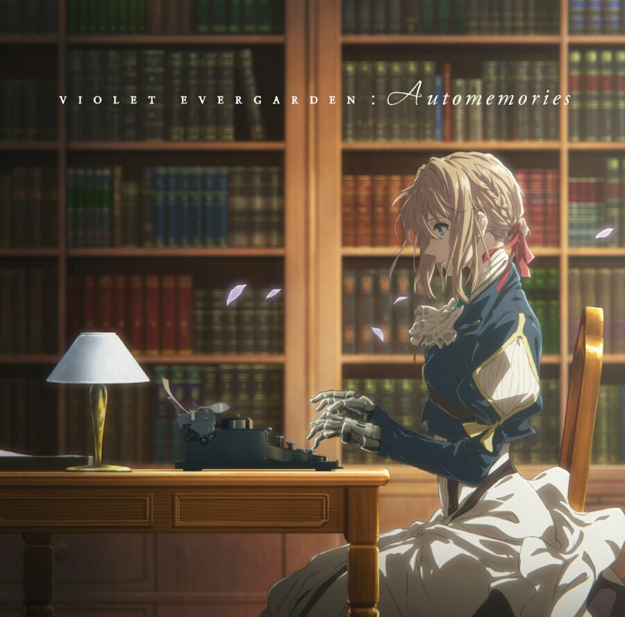 책장에 책이 가든한 서재에서 기계식 타자기를 사용해 글을 쓰고 있는 바이올렛 에버가든을 옆에서 본 모습